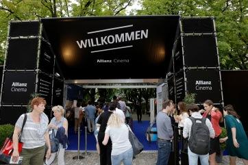 Allianz Cinema Basel – Vorpremiere von Sing Street auf dem Muensterplatz in Basel, 28.07.2016 (PPR/Bettina Matthiessen)